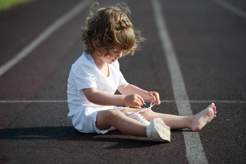 girl-tying-shoelaces-independence