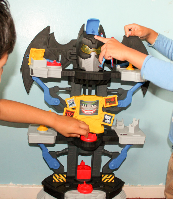 Imaginext DC Super Friends Transforming Batcave