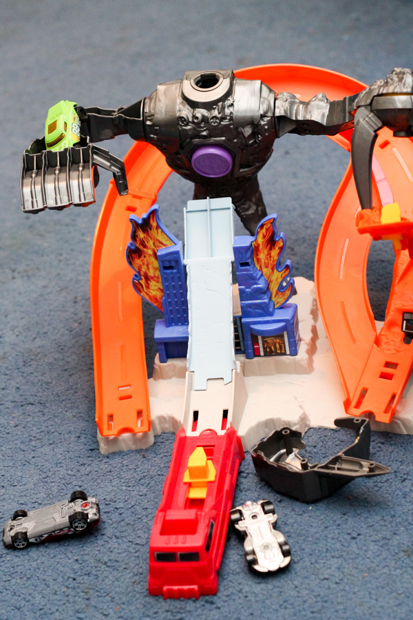 Hot Wheels Nitrobot Attack and Track Builder Volcano Blast