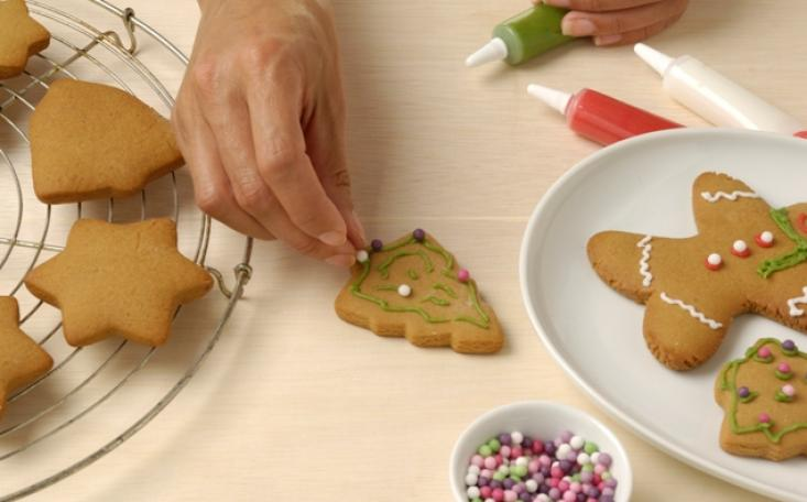 croppedimage733456-340425-2-eng-GB-Decorate-the-biscuits-using-the-icing-pens-and-sweets-and-let-them-dry