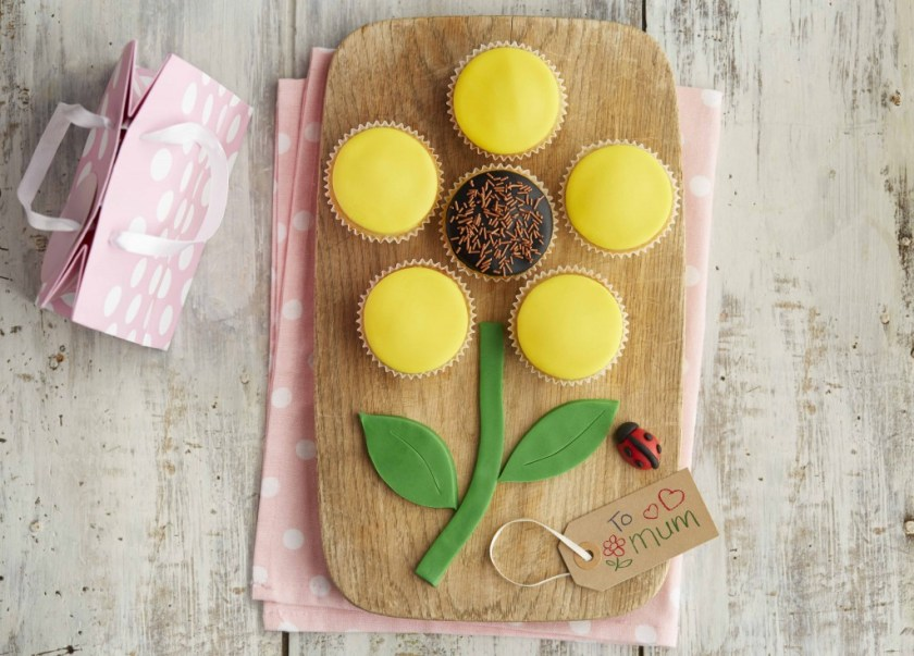 Mums day blossoming sunflower cupcakes, easy baking recipe for kids