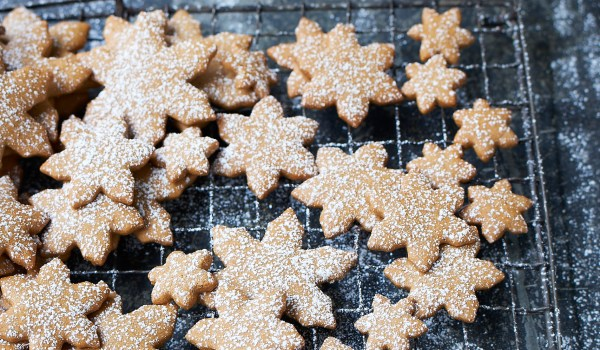 The Groovy Food Company Gingerbread Snowflake Biscuits