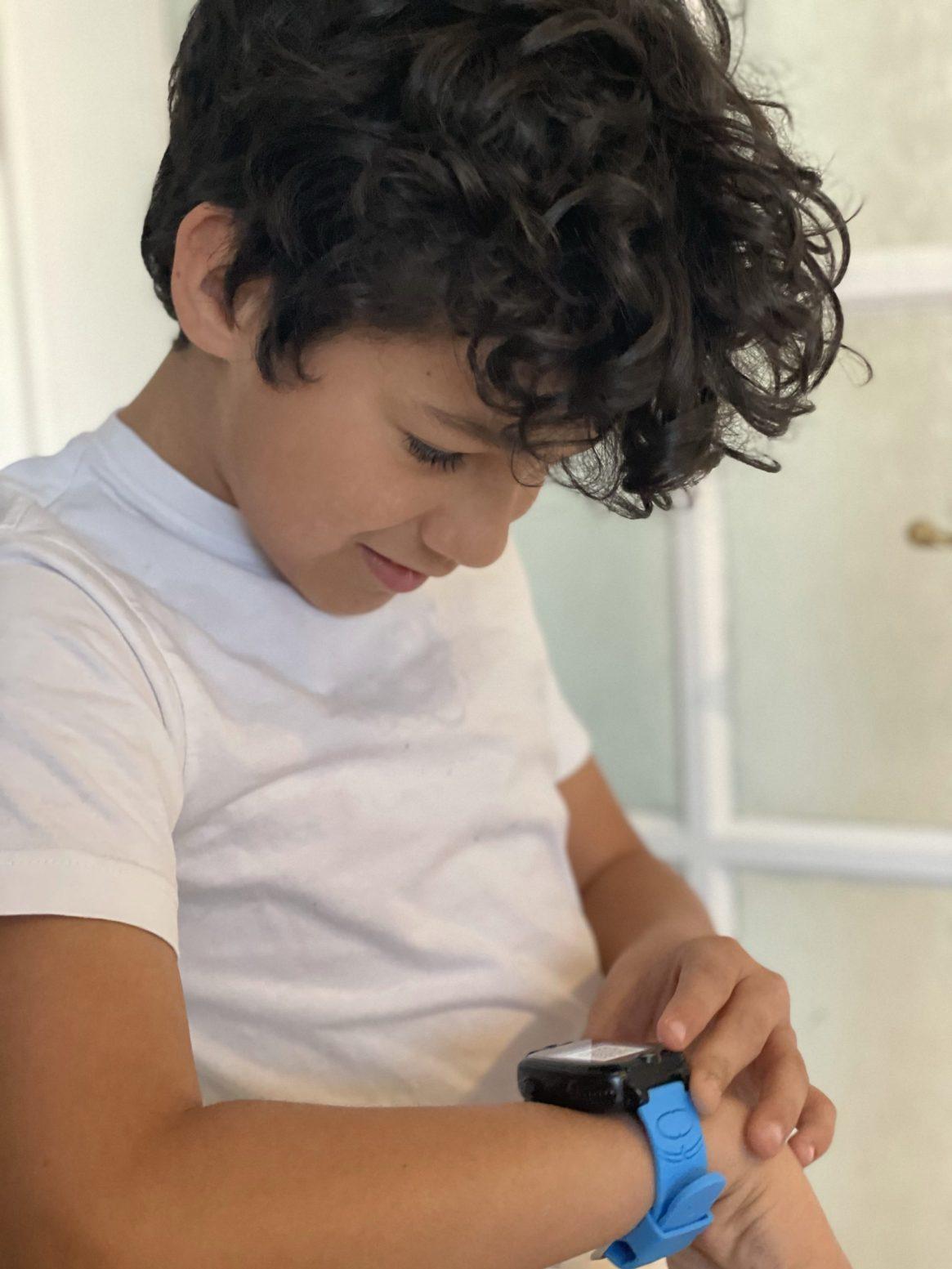child using xplora2 go smartwatch