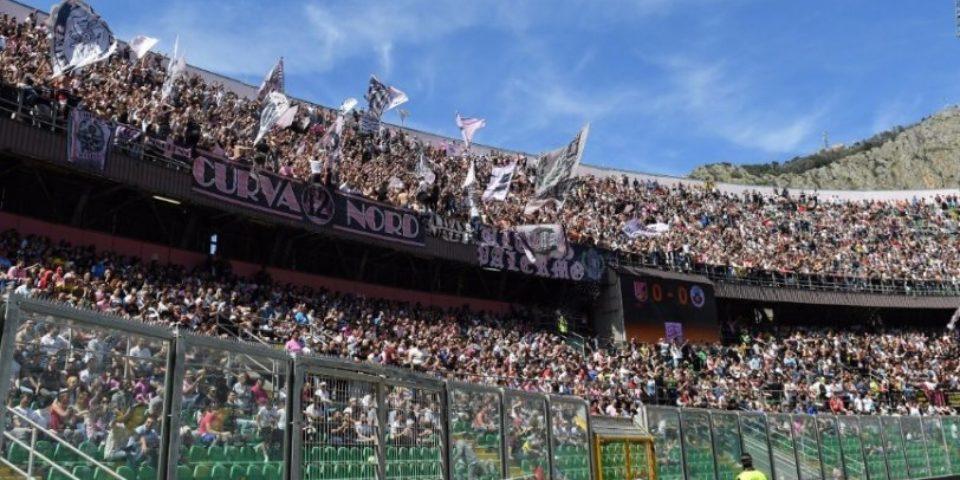 Οι οπαδοί της Παλέρμο σε αγώνα της ομάδας στην Serie D!