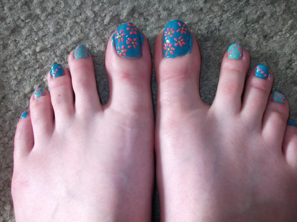 simple floral toe nail design