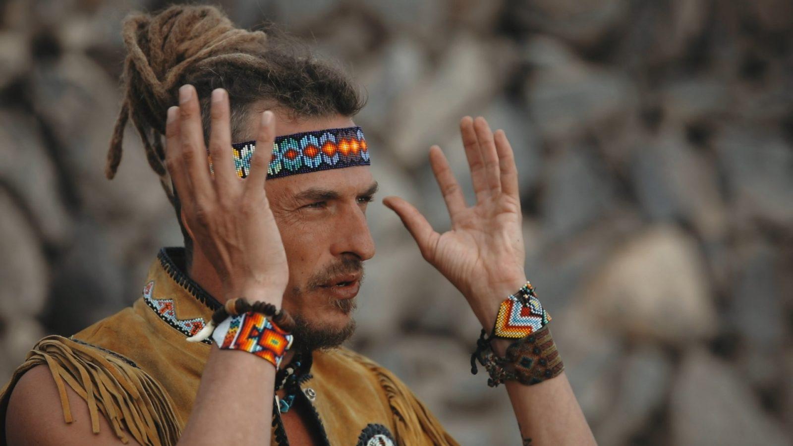 Inti Wasi @ Twin Fin gefilmd en geïnterviewd door valerie spanjers tijdens een door hem geleide Cacao Ceremonie