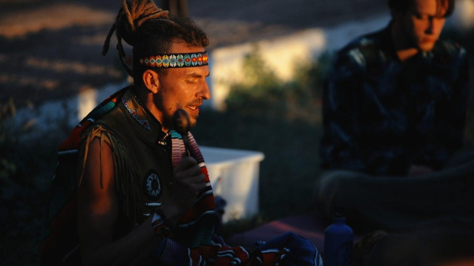 Inti Wasi bij twinfinsurfcamptenerife gefilmd en geïnterviewd tijdens een door hem geleide Cacao Ceremonie geproduceerd door Valerie Spanjers