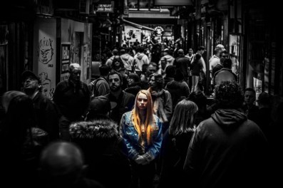 alone.in.crowd
