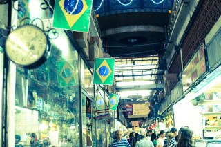 Jeden z najbardziej żywych miejsc w BH jest Marcado Central, miejsce gdzie możesz zasmakować Brazylii, tutaj możesz podziwiać interesujące stragany. /One of the liveliest and most colorful places in the city is the huge market building, where you'll find everything from food to canaries in its 400-odd stalls.