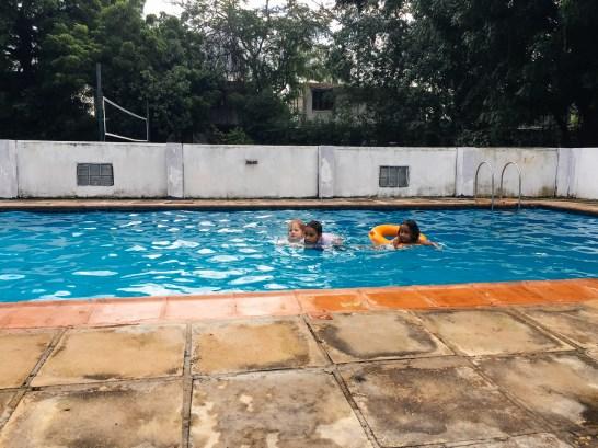 Onnela, spielen mit den Nachbar-Mädels