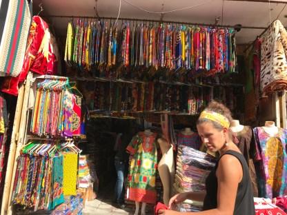Im Stoffmarkt in Kariakoo