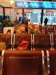 Warten in Daressalam - der Flieger nach Amsterdam startete statt 24:00 erst um 2:00 früh...