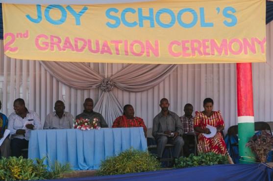 Schulleiter Said (3vr) mit Ehrengästen