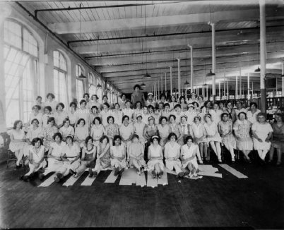 (image courtesy of Manchester Historic Association) 1925 | Group portrait of 67 women