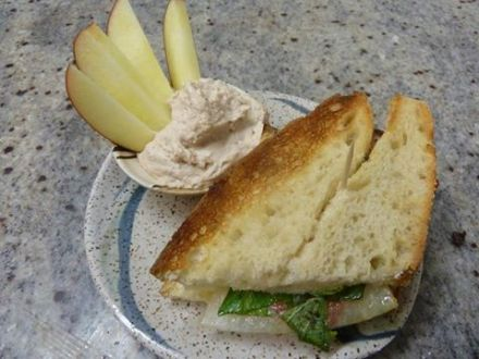Dancing Lion Chocolate | Oven Roasted Veggie Panino with sliced apples and Ivoire mousse