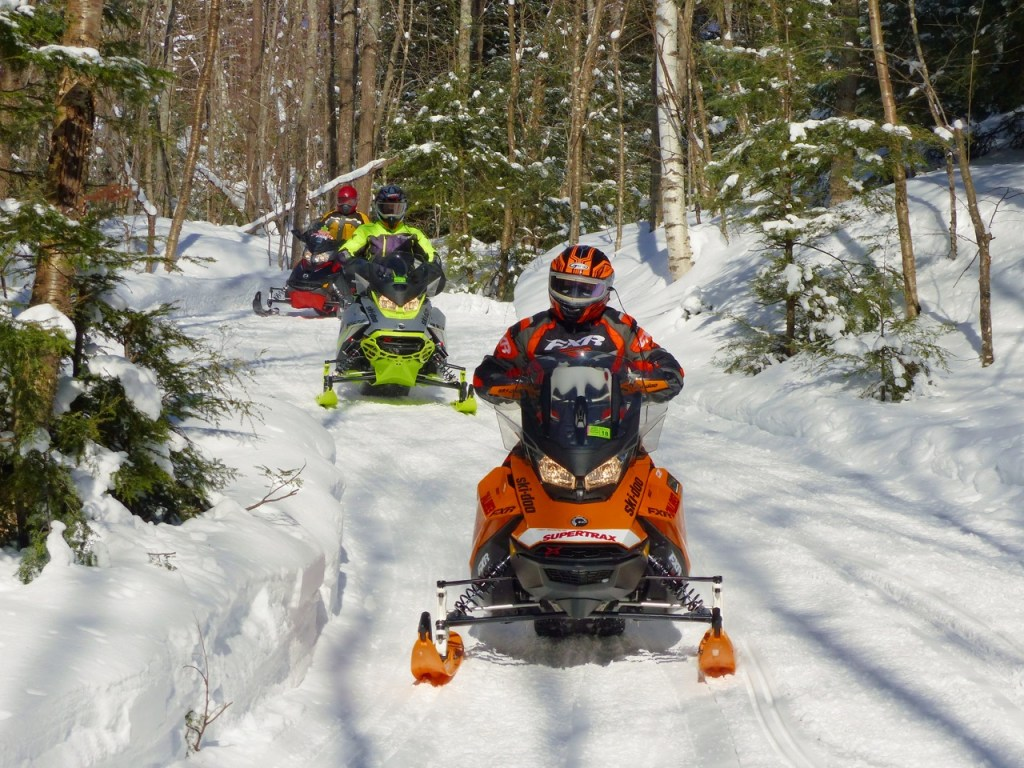 How to reduce snowmobiling risks while trail riding