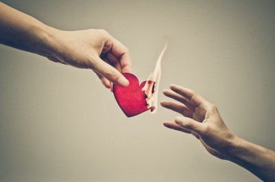 7 советов психологов, как пережить расставание и не умереть с горя