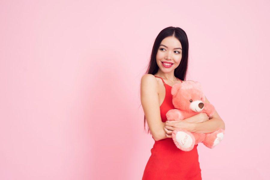 Mädchen mit einem Teddybären