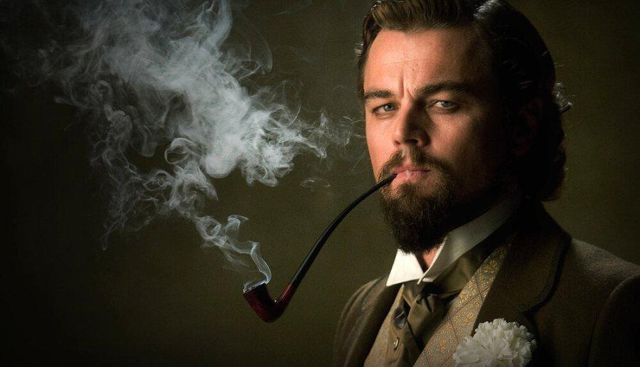 мужчина курит кадры из фильма