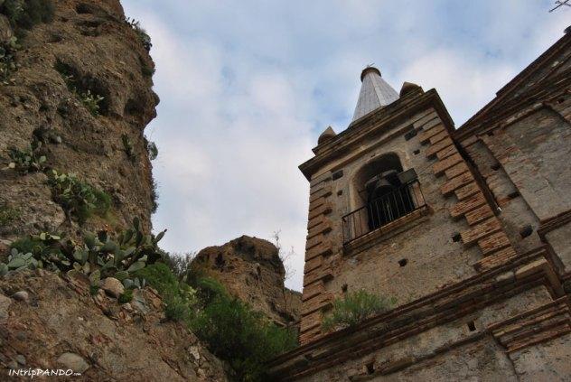 Facciata della chiesa di Pentedattilo