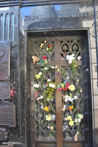 Tomba di Evita al cimitero della Recoleta di Buenos Aires