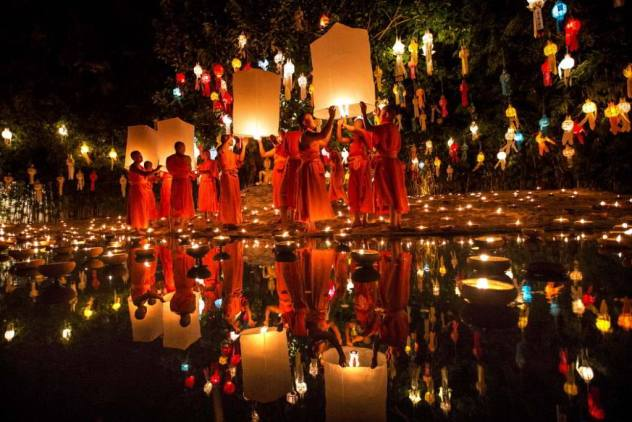 Festeggiamenti per il Loy Krathong in Thailandia