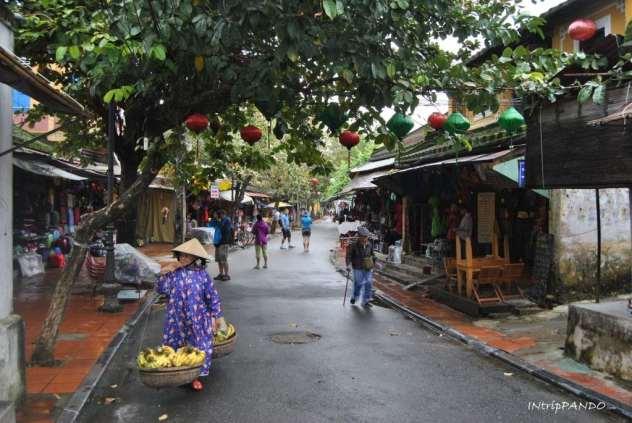 Una via del centro a Hoi An