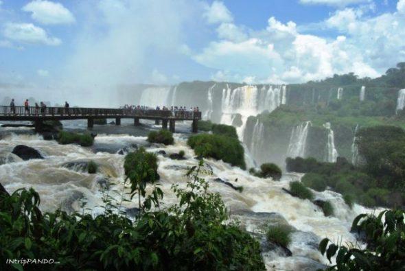 Le passerelle sulle cascate di Iguazu