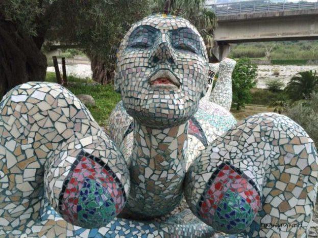 Statua di donna al Musaba
