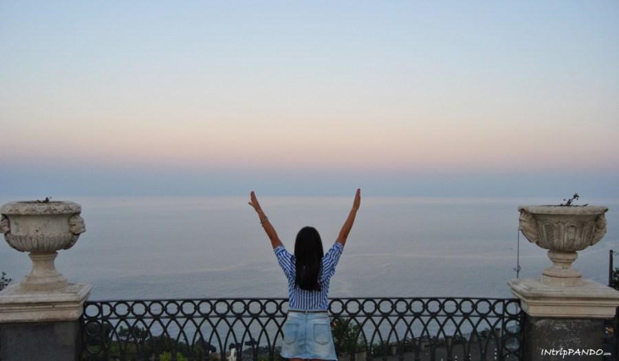 L'incantevole vista dalla terrazza di Villa Belvedere ad Acireale