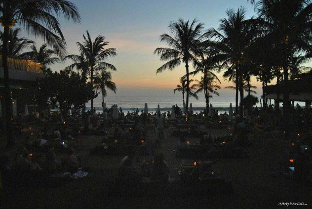 Potato Head locale sulla spiaggia a Bali