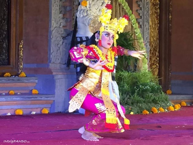 Bimba balinese balla al Palazzo Reale di Ubud