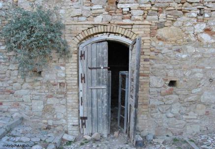 Porta in legno a Craco