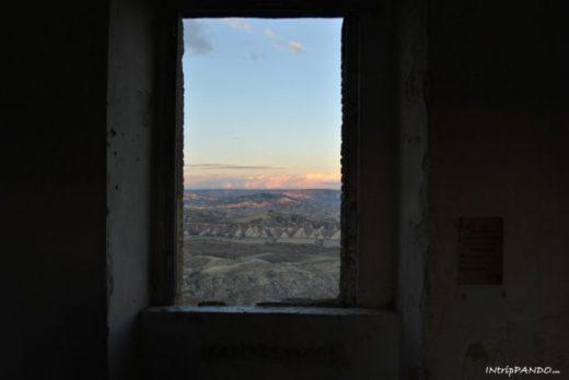 """Punto panoramico noto come """"Fantastico"""" del borgo fantasma di Craco"""