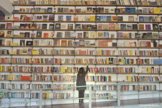 libreria Ler Devagar alla LX-Factory di Lisbona