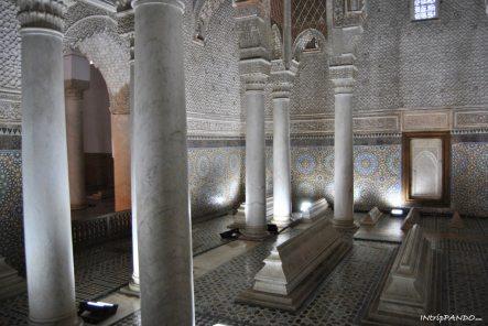 Stanza delle dodici colonne nelle tombe Saadiane di Marrakech