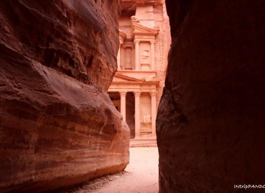 Vista del tesoro di Petra alla fine del Siq