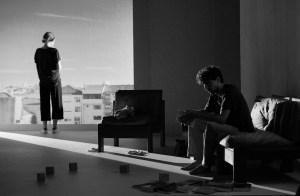 Crítica da peça A Noite Canta, do dramaturgo Jon Fosse, apresentada no Teatro Helena Sá e Costa, a 4 de Fevereiro de 2017 | INTRO