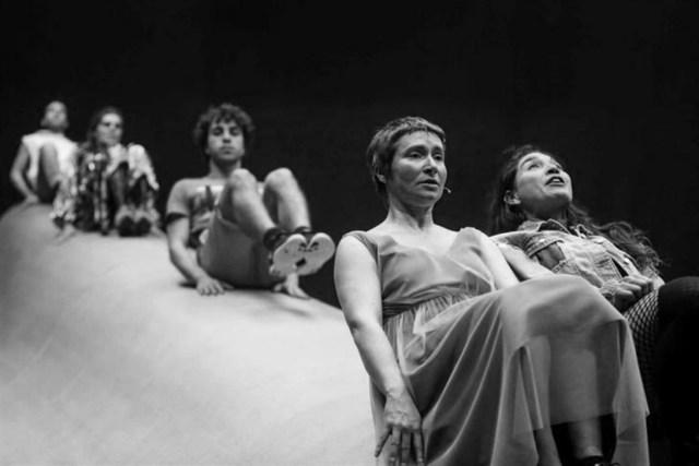 Crítica ao espectáculo musical Montanha Russa, de Inês Barahona e Miguel Fragata, apresentado no Teatro Nacional D. Maria II a 9 de Março de 2018.