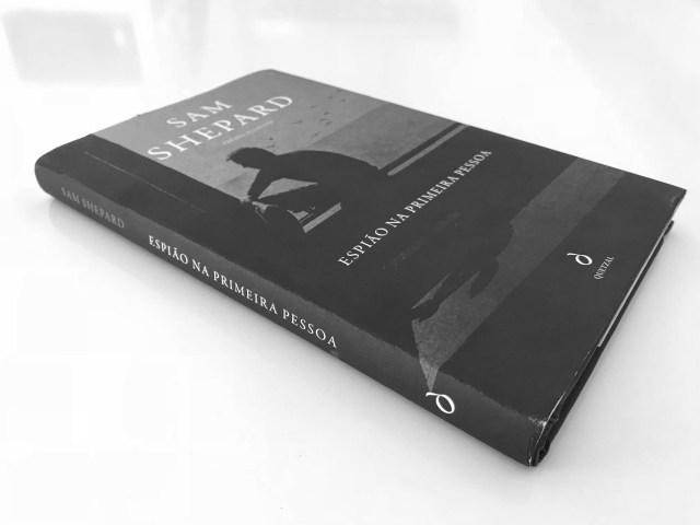 Recensão do derradeiro livro do norte-americano Sam Shepard, entitulado Espião na Primeira Pessoa, editado em 2018 pela Quetzal | INTRO
