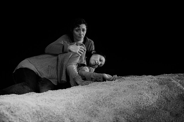 Crítica da peça Vemo-nos ao Nascer do Dia, de Zinnie Harris, no Teatro da Politécnica, pela Artistas Unidos a 8 de Novembro de 2019   INTRO