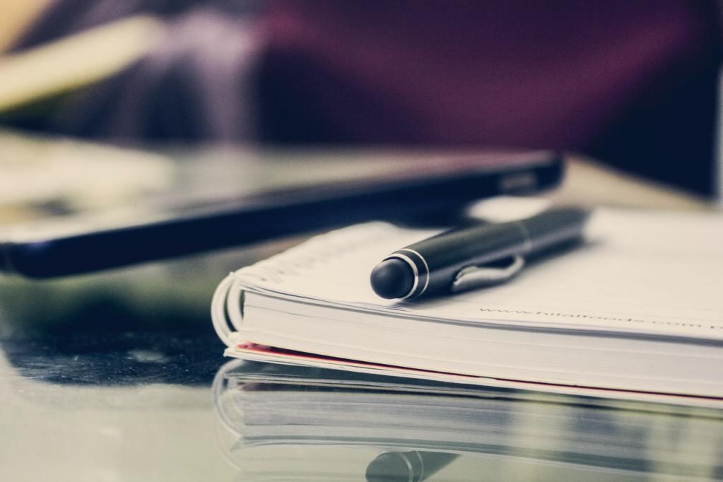 notitieboek en pen - introvert op het werk