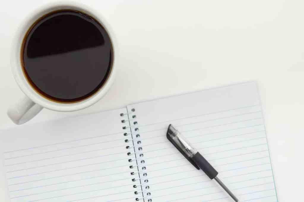 schrijfwaren en koffie introvert betekenis