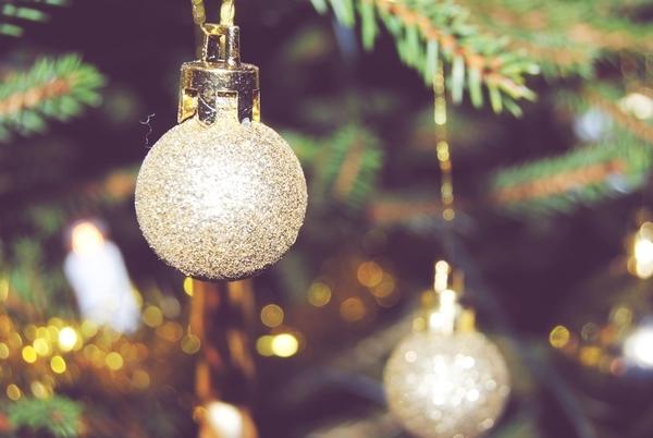 ball-christmas-gold-sparkle-Favim.com-153099