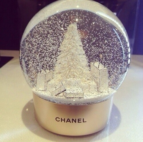 beautiful-chanel-christmas-snow-globe-Favim.com-2204008