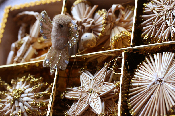 Favim.com-christmas-decor-decoration-gold-150171