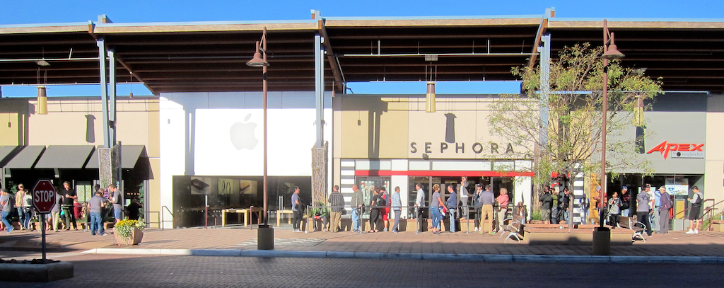 lined up for iphone 6s, boulder colorado apple store