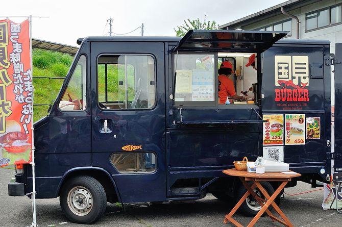 キッチンカーに改造可能なトラック:クイックデリバリー