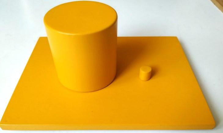 Cilindrii galbeni - extremele: mic-mare, subţire-gros, scund-înalt