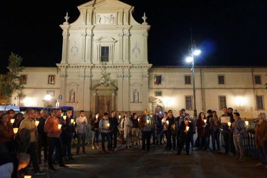 """A FIRENZE il 17 maggio 2017 con la Veglia e """"Fiaccolata di luci"""" per il superamento dell'omotrasfobia e ogni discriminazione nella Parrocchia Madonna della Tosse"""